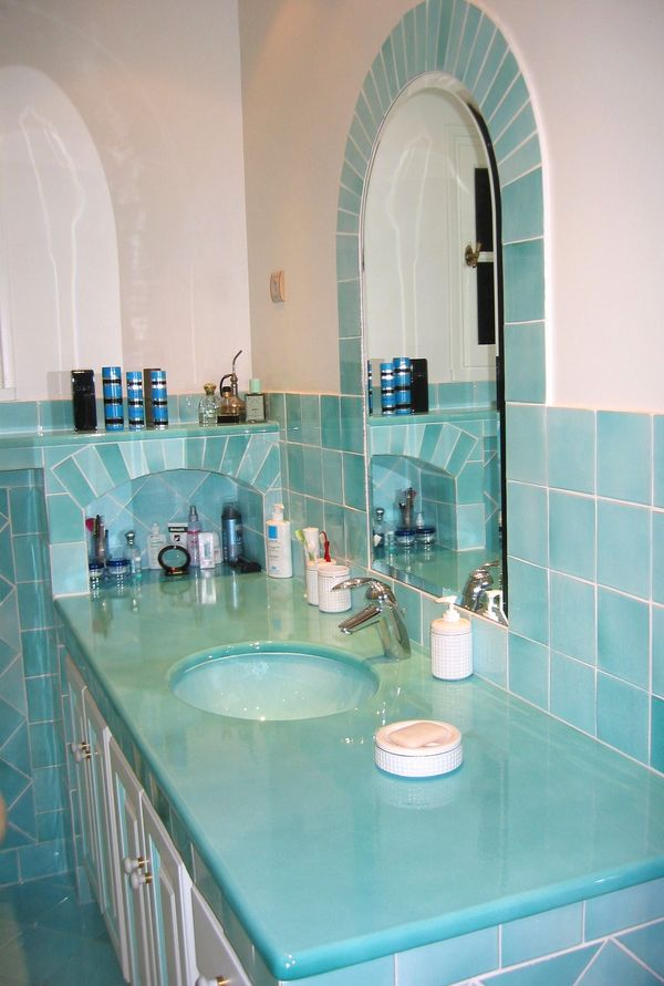 salle de bains turquoise carrelages sette. Black Bedroom Furniture Sets. Home Design Ideas